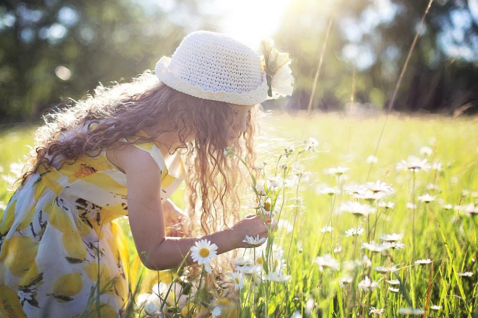 花と女の子の画像